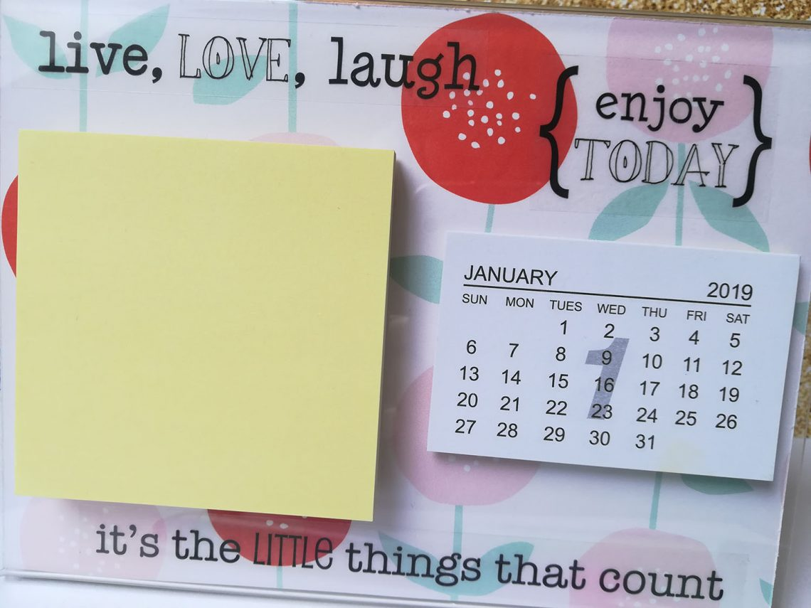 Home decor – sticky note and table calendar holder