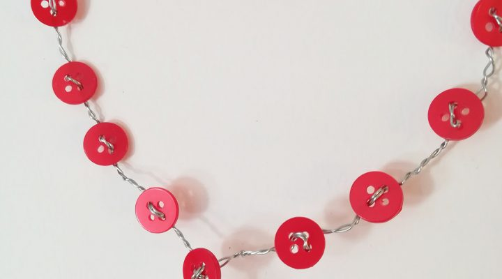 Home decor – wire and buttons heart