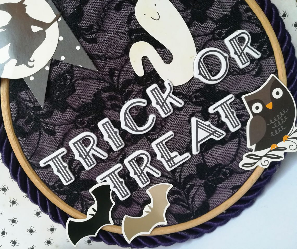 Home decor – altered embroidery hoop for Halloween