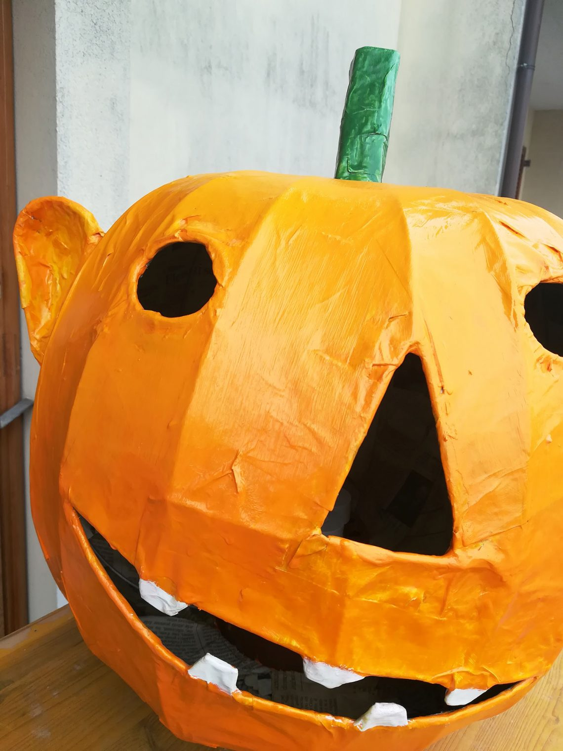 Home decor for Halloween – paper mache Jack O'Lantern